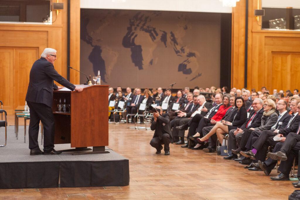 3. Außenwirtschaftstag: Eröffnungsrede von Bundesaußenminister Frank-Walter Steinmeier im Weltsaal des Auswärtigen Amts.