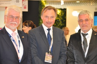 v.l.n.r.: Generalkonsul Rolf Robert Herden, Reiner Nagel / Bundesstiftung Baukultur, Prof. Ralf Niebergall / BAK-Vizepräsident