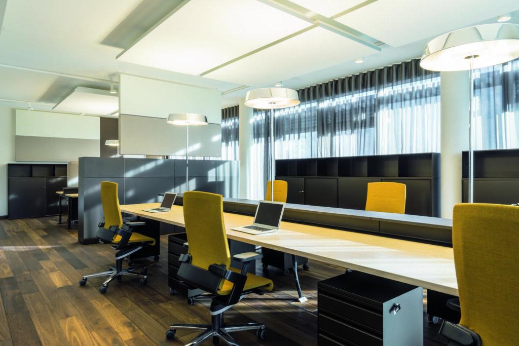 Setzt in Sachen Gestaltungsvielfalt und Beweglichkeit einen neuen Standard: Bürostuhl ON in den neuen Büroräumen der L'Osteria GmbH im Nu Office, München.