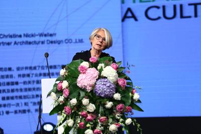 """Prof. Nickl-Weller spricht bei der Eröffnung der """"Academic Design Week"""""""