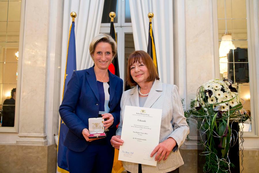 Wirtschaftsministerin Dr. Nicole Hoffmeister-Kraut (li) und Brigitte Vöster-Alber (re)