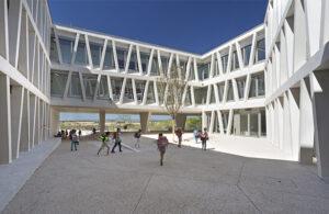 Deutsche Schule Madrid, Vorplatz