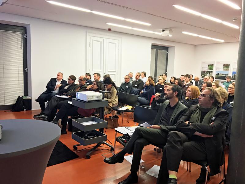 Die ca. 70 Teilnehmer in der Architekten- und Stadtplaner-kammer Hessen in Wiesbaden.