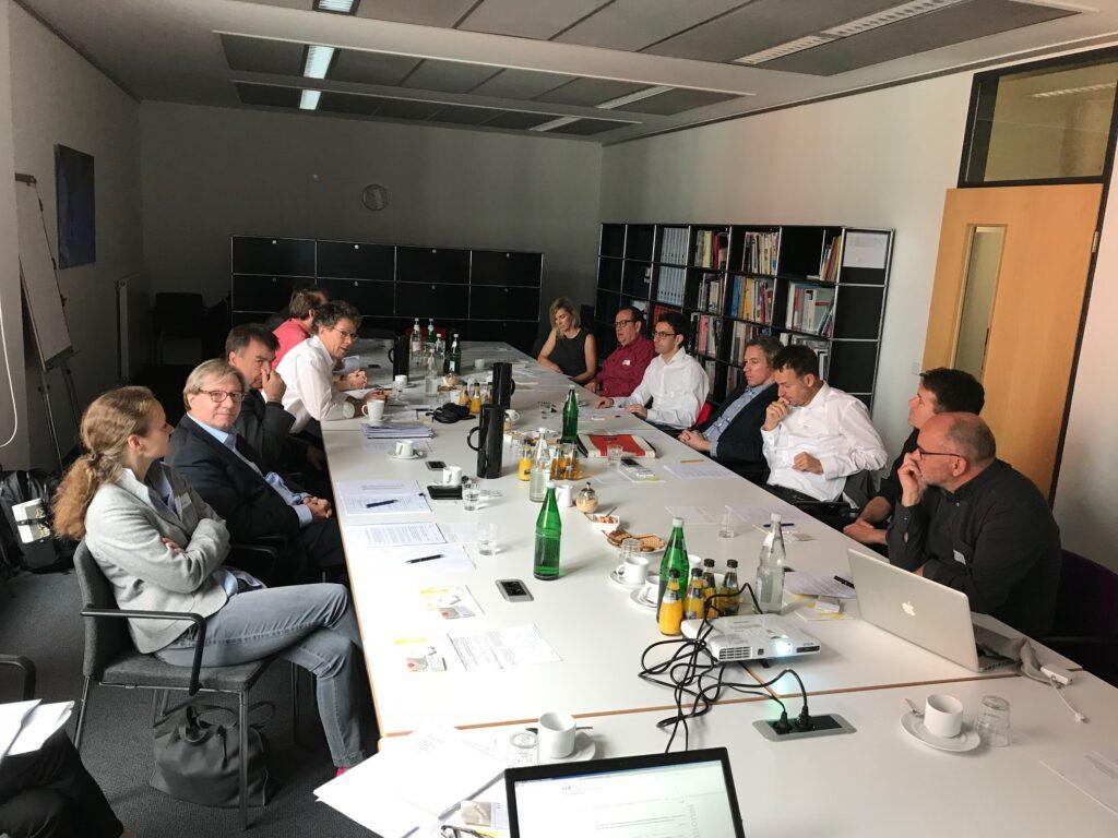 Die NAX-Paten und Schweizer Kollegen beim Erfahrungsaustausch.