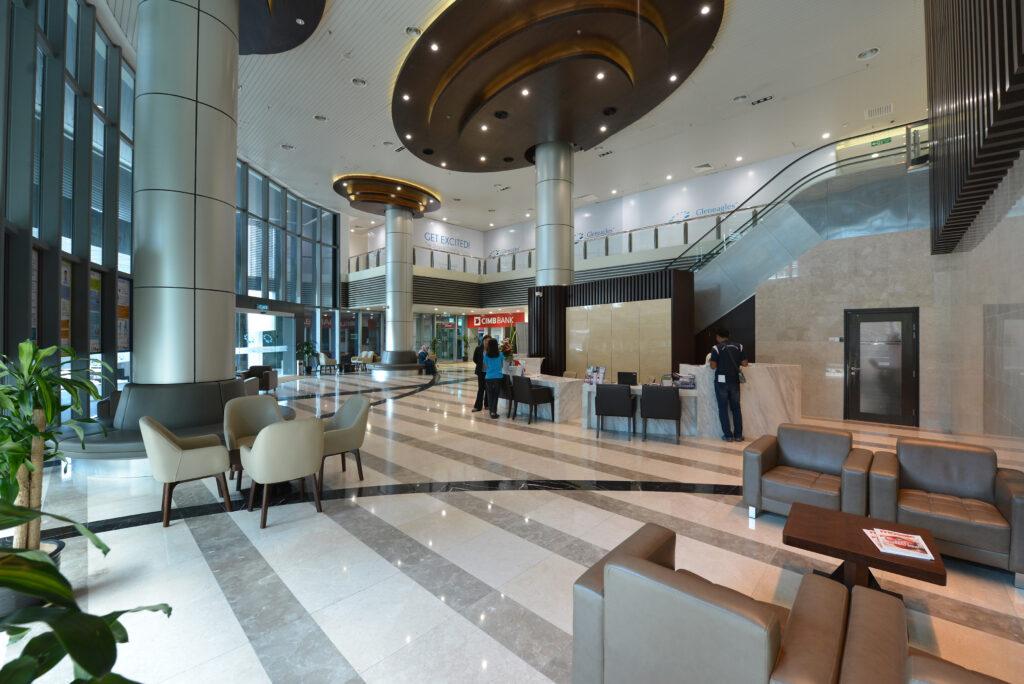 Gleneagle Hospital in Kuala Lumpur, Malaysia: Clevere Türtechnologie von GEZE ist im ganzen Krankenhauskomplex im Einsatz.