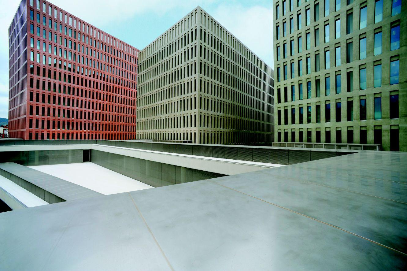 Facettenreiche Architektur – Farbräume mit Beton