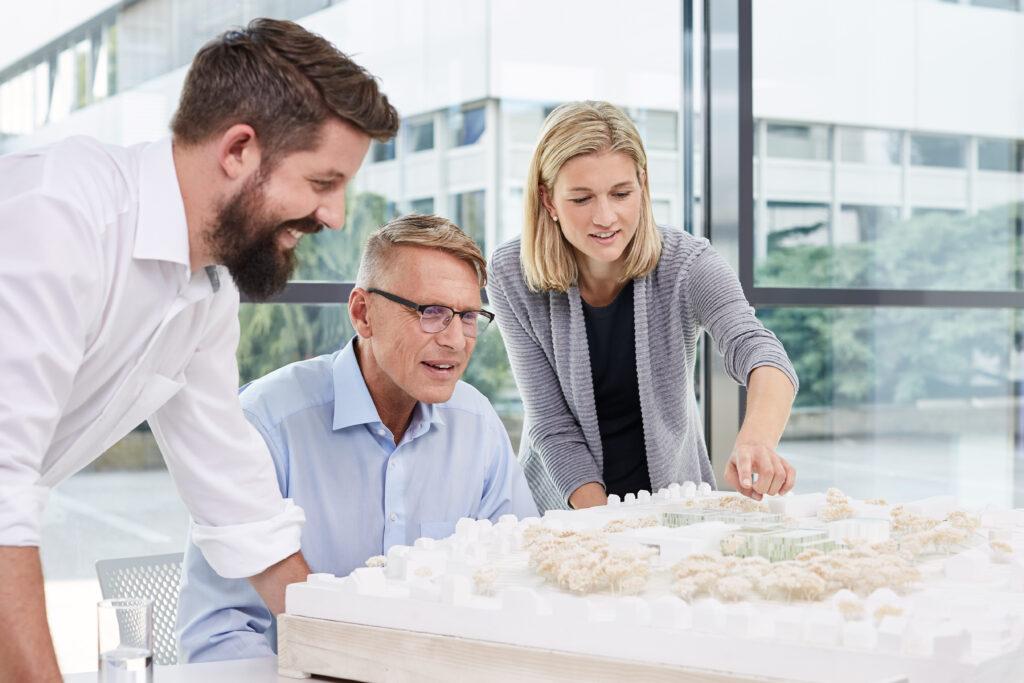 GEZE Objektberater bieten Architekten und Planern Unterstützung bei internationalen Projekten.
