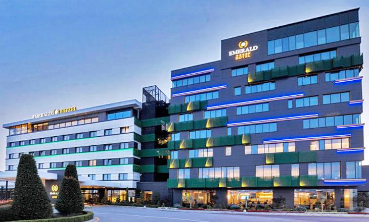 Das luxuriöse 5-Sterne-Hotel Emerald in Albanien nutzt komfortable GEZE-Lösungen.