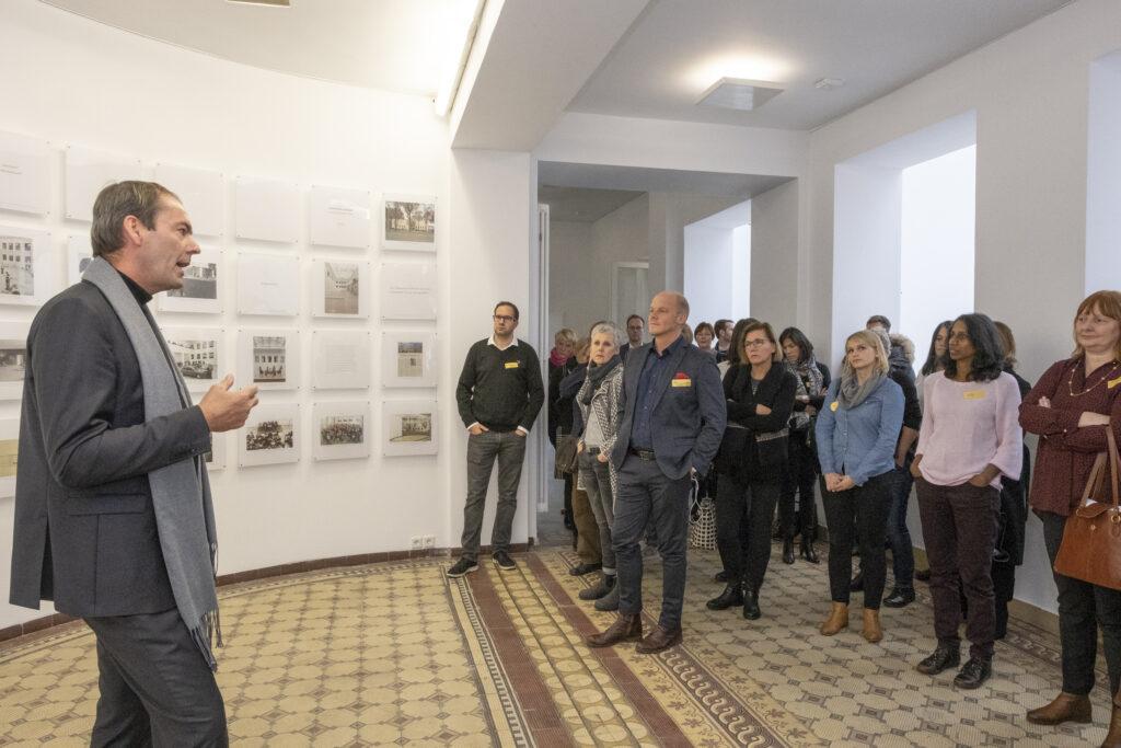 Führung durch das Baukunstarchiv NRW durch Markus Lehrmann, Hauptgeschäftsführer der Architektenkammer NRW