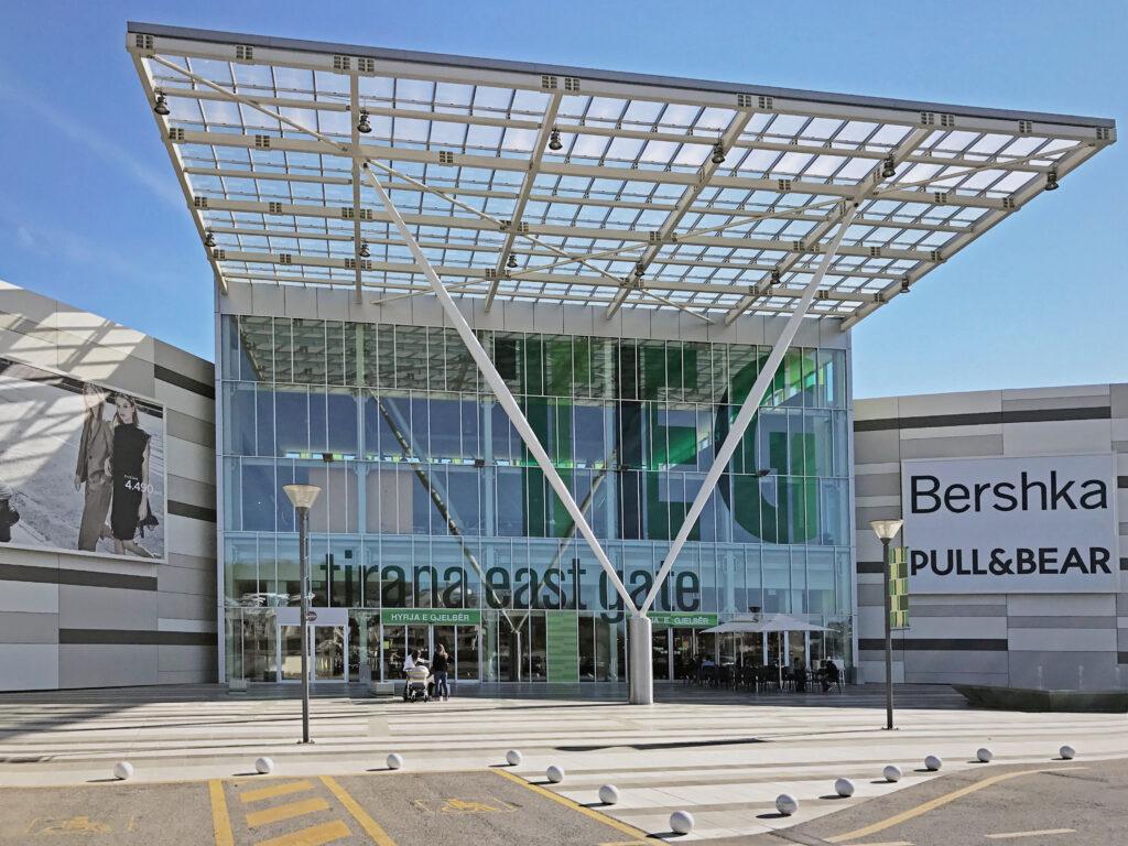 Das Tirana East Gate Shoppingcenter vertraut auf RWA-Technik von GEZE.