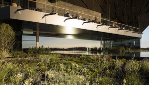 15 Meter breit, hochselektiv mit ipasol ultraselect 62/29 beschichtet – die exklusive Panoramaverglasung wurde von AGC Interpane und Sedak realisiert.