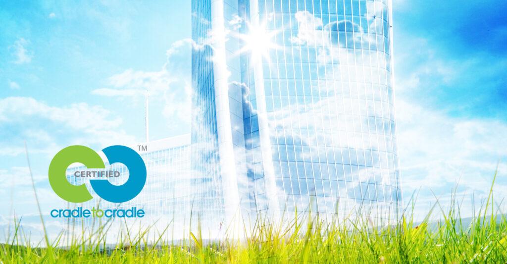 """Die neue Rubrik """"Cradle to Cradle"""" auf der Interpane-Website zeigt auf, welche Vorteile Architekten vom Einsatz zertifizierter Produkte haben."""