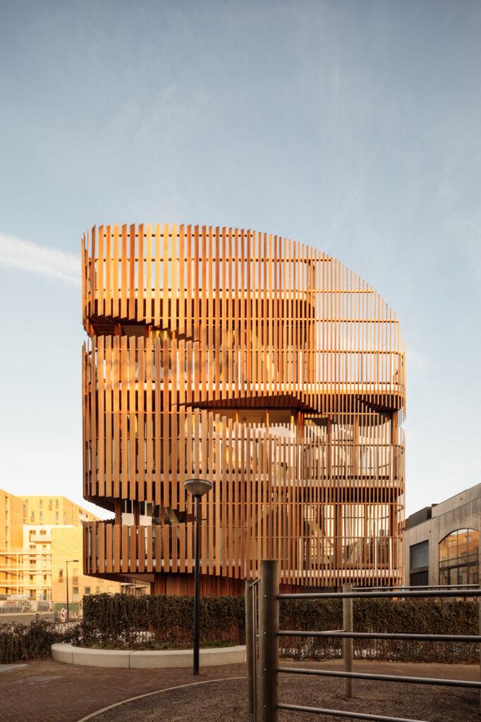 Wohnungsentwurf nach biophiler Designidee: Apartment Freebooter in Amsterdam || Architekten: GG-loop