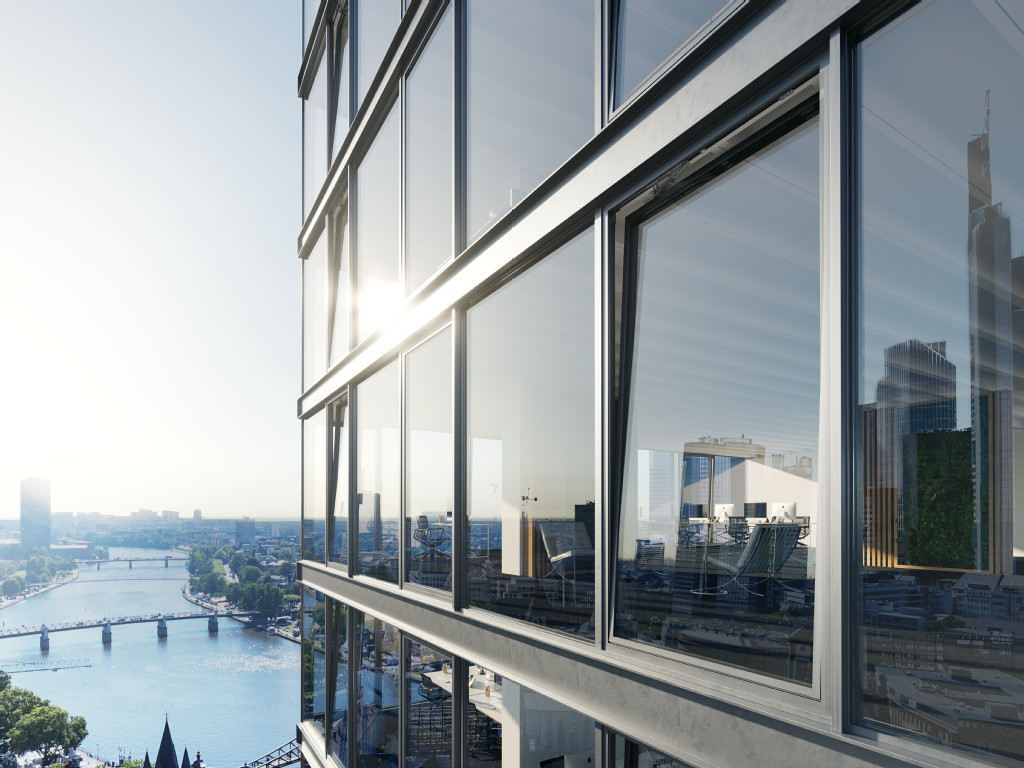 Smarte Fassade mit automatisierten Fenstern, in denen sich die Abendsonne und die Skyline New Yorks spiegeln.