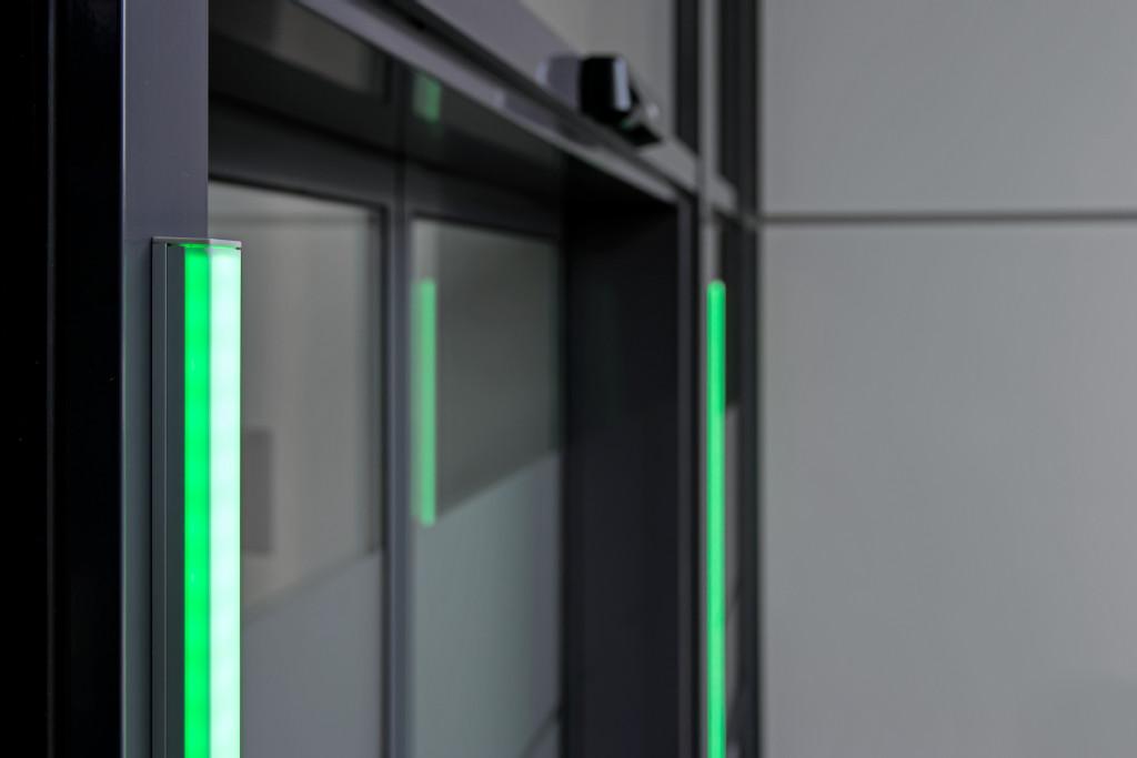 Die optischen LED-Signale funktionieren wie ein Ampelsystem.