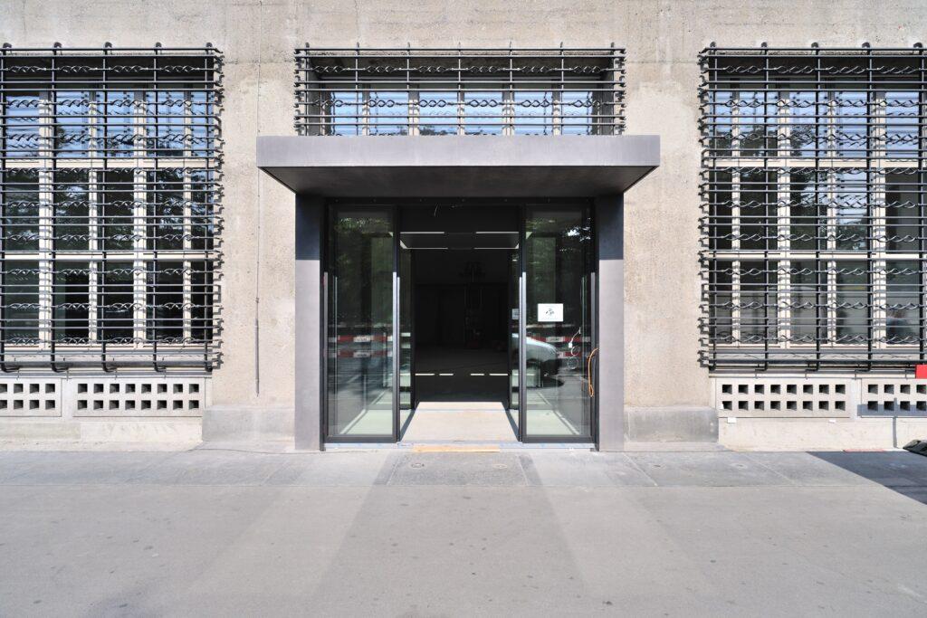 Automatische Schiebetürsysteme von GEZE im  Sihlpost-Gebäude in Zürich, neugestaltet von  Max Dudler Architekten.