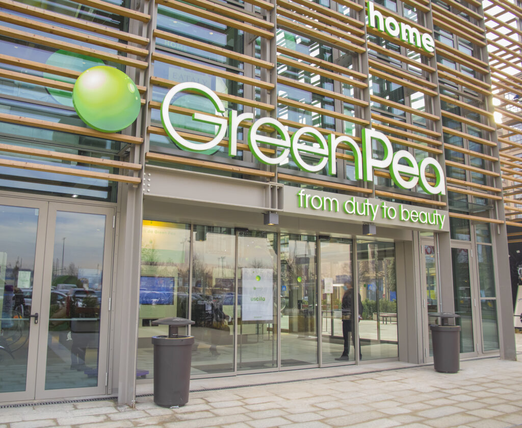 Grüne Gebäude wie das Green Pea in Mailand erfordern nachhaltige Lösungen.